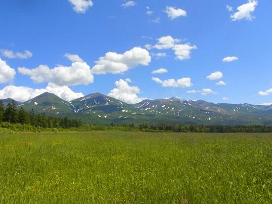 草原と山 潜在意